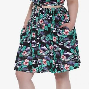 EUC 4X/5X Hot Topic floral skater skirt